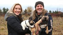 Pepa Vojtek s manželkou Jovankou a novými psíky Artušem a Attilou