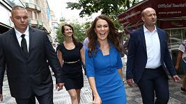 Heidi Agan alias Kate Middleton a David Novotný (vpravo)