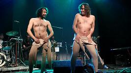 Pavel Liška a Tomáš Matonoha se svlékali na pódiu.