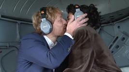První novomanželský polibek Karla Janečka a Mariem Mhadhbi