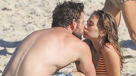 Liam Hemsworth si užívá známost s modelkou Gabriellou Brooks.