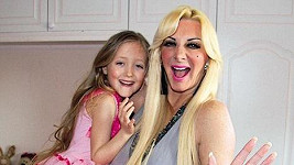 Sarah Burge se svou sedmiletou dcerou Poppy.