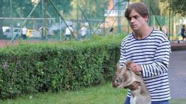Jiří Mádl se zatím nezbědovaným králíkem.