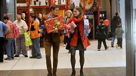 Vincent byl nakupovat dárky s kolegyní Marí Doležoalovou