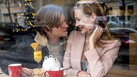 Ona je úspěšná modelka, on vytížený zpěvák. Oba byli rádi, že si ještě před Vánoci na sebe udělali v klidu čas a zašli si spolu na snídani.