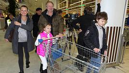 Do Národní potravinové sbírky se zapojila celá rodina.