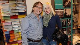 Jiřina má s tátou Daliborem Jandou skvělý vztah a doprovází ho i do společnosti.