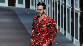 Marc Jacobs v závěru přehlídky Louis Vuitton.