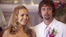 Nevěsta Lucie Vondráčková s ženichem Janem Dolanským.