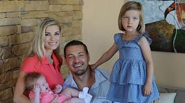 Petr s manželkou Romanou a dcerami Sofií a Elisou.
