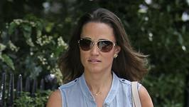 Pippa Middleton na procházce Londýnem.