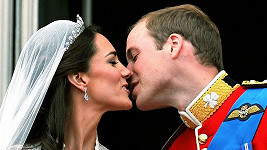 Novomanželé odjeli na svatební cestu na utajené místo v Indickém oceánu.