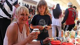 Vendula Svobodová si s nadšením vybírala drobné popelníky do své domácnosti. Malý Kuba začal postupně ztrácet energii.