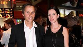 Adam Novák se pochlubil svou krásnou manželkou Petrou.