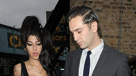 Amy Winehouse a Reg Traviss.