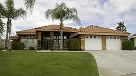 Dům, který Arnold Schwarzenegger koupil své exmilence a nemanželskému synovi.