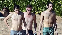 Barron Hilton a jeho přátelé strávili pár dní na Havaji.