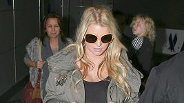 Jessica Simpson na letišti v Los Angeles.