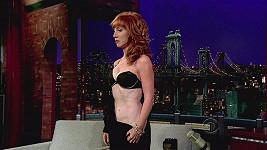 Kathy Griffin předvedla v Late Show Davida Lettermana ukázala, co skrývá pod šaty.