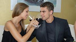 Vychutnal si denně dvě deci vína nebo jedno slabší pivo je podle lékařů zdravější než abstinence.