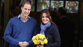 William s Kate při odchodu z nemocnice, kde byla nastávající maminka krátce hospitalizována.
