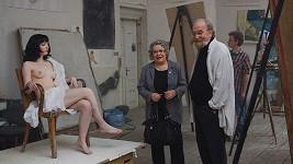 Jiřina Bohdalová při natáčení jedné z pikantnějších scén Sanitky 2.