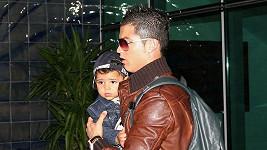 Cristiano Ronaldo a jeho desetiměsíční syn Cristiano.