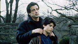 Sylvester Stallone se synem Sagem ve filmu Rocky V. z roku 1990.