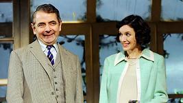 Rowan Atkinson poznal půvabnou Louise v divadle.