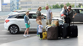 To je pořádná skupinka cestovatelů.