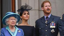 Královna Alžběta bude v televizi ve stejný den jako Meghan s princem Harrym