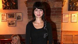 Adéla Gondíková v upjatém modelu.