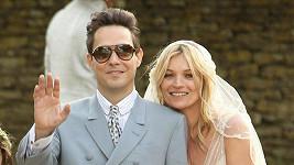 Novomanželé Kate Moss a Jamie Hince.