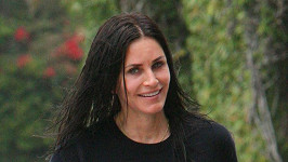 Courteney Cox (52) na ulici v Beverly Hills