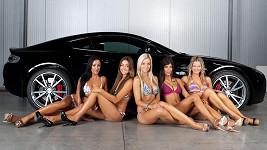 Nádherné slečny v plavkách soutěžily o titul nejkrásnější dívka festivalu aut.
