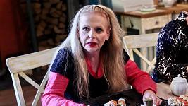 Olga Želenská své vrásky hrdě ukazuje.