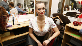 Bára Mottlová opět v roli svůdnice