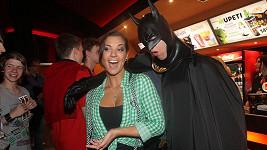 Marta do svého výstřihu nechala nakouknout i Batmana.