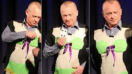 Karel Voříšek chodí v nové práci jen v podprsence a kalhotkách?
