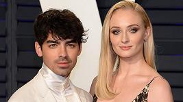 Sophie Turner a Joe Jonas se vezmou v létě.