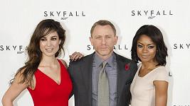 Berenice Marlohe, Daniel Craig a Naomie Harris.