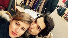 Emma s přítelem v Paříži na blešáku