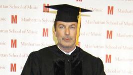 Alec Baldwin již může používat titul doktor.