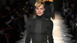 Eva Herzigová oslnila na módní show Bottega Veneta.