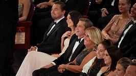 Cynthia Pett-Dante zasedla v hledišti vedle Brada Pitta.