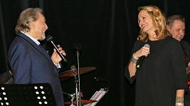 Monika Absolonová si zazpívala s Karlem Gottem.