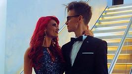 Touto fotkou youtuber Joe Sugg potvrdil vztah s tanečnicí Dianne Buswell.