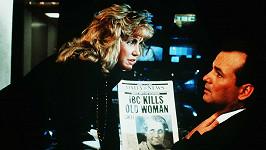 Mary Ellen Trainor s Billem Murraym v komedii Strašidelné Vánoce z roku 1988.