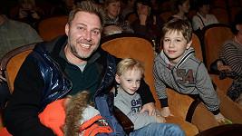 Roman Ondráček s kluky v kině