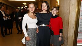 Zdeňka Žádníková s dcerami Andreou (vlevo) a Janou
